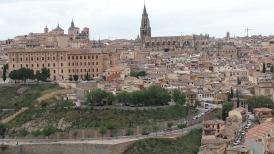 Encantadora Toledo vista ao fundo